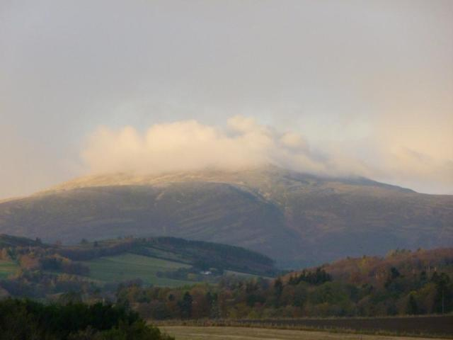 The first sprinkle of snow on the tops